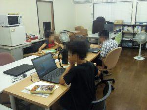 Hour of Codeに取り組む小学生。
