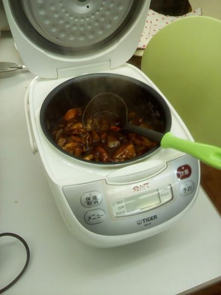 炊飯器で炊飯ボタンを押すだけでビーフシチューが簡単にできて、しかも超絶おいしい!