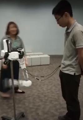 曲げなくても曲がるロボットスーツ