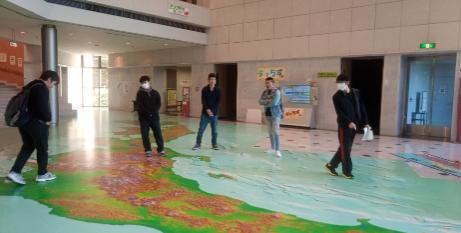 地図と測量の科学館の立体メガネで見る日本地図